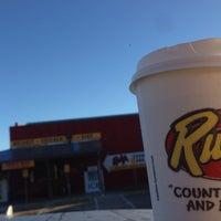 Foto tirada no(a) Rudy's Country Store & Bar-B-Q por Michael em 9/30/2013