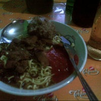 Photo taken at Mie Ayam Baso Jabrig by Nimas c. on 4/10/2014