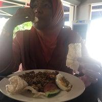 Photo taken at Wadihana Islamic Steakhouse by Natasha N. on 3/23/2017