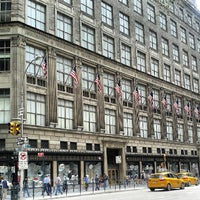 Foto tirada no(a) Saks Fifth Avenue por Missfashion75 em 9/1/2013