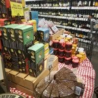 Foto scattata a New Seasons Market da Riane . il 9/11/2017