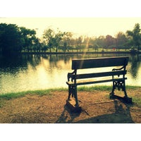 3/12/2013 tarihinde Meow D.ziyaretçi tarafından Vachirabenjatas Park (Rot Fai Park)'de çekilen fotoğraf