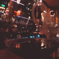 Foto tomada en CRÚ - A Wine Bar por Kirby T. el 12/29/2017