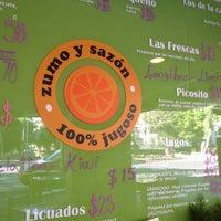 Photo taken at Zumo y Sazón by Damné Jesús on 4/13/2013