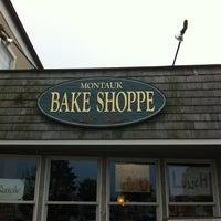 Снимок сделан в Montauk Bake Shoppe пользователем Chris C. 7/13/2013