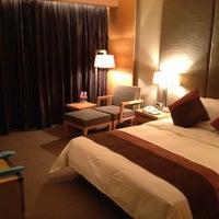 Photo taken at 建国酒店 Jianguo Hotel by halu s. on 11/25/2012