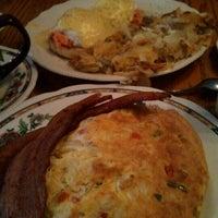 Foto tirada no(a) Oak Table Cafe por Susan H. em 1/15/2013