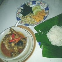 Photo taken at Nasi Ayam Lodho Pak Yusuf by Tito H. on 12/30/2012