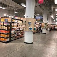 Das Foto wurde bei MOM's Organic Market von Chris B. am 3/25/2018 aufgenommen