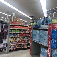 Foto tomada en Walgreens por SE🅰N R. el 10/13/2017