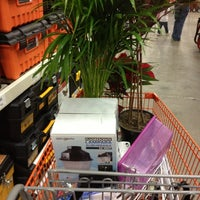 Das Foto wurde bei The Home Depot von Arturo C. am 11/24/2012 aufgenommen