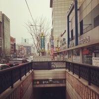 Photo taken at Euljiro 3(sam)-ga Stn. by Hazel HyunKyung Y. on 3/1/2014