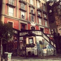 Foto tirada no(a) Piazza Vincenzo Bellini por Antonio R. em 1/18/2013