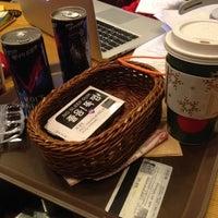 12/11/2013 tarihinde Alex S.ziyaretçi tarafından TOM N TOMS COFFEE'de çekilen fotoğraf