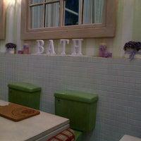 4/3/2013에 Midori R.님이 Nanny's Pavillon - Bathroom에서 찍은 사진