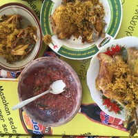 Photo taken at Rumah Makan Warung Jeruk by Jeannette L. on 3/15/2015