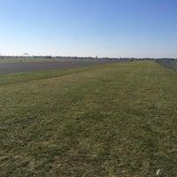 Foto tirada no(a) Tempelhofer Feld por David H. em 10/10/2015