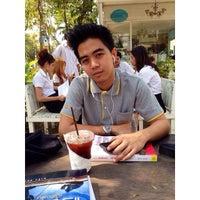 Photo taken at Clever Cafe by Aussadakon T. on 2/7/2014