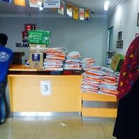 Photo taken at Pos Laju by Amirul Asyraaf A. on 12/21/2016