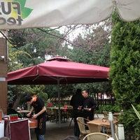 4/7/2013 tarihinde Cihan B.ziyaretçi tarafından Fua Cafe Restaurant'de çekilen fotoğraf
