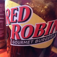 Photo taken at Red Robin Gourmet Burgers by Zelynne on 1/17/2013