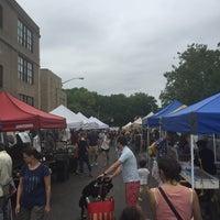 Photo prise au Inwood Farmers Market par Chirag P. le7/9/2016