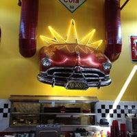 8/15/2013 tarihinde CindyLouziyaretçi tarafından Hudson's Classic Grill & Bar'de çekilen fotoğraf