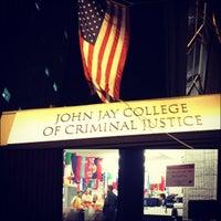 Das Foto wurde bei John Jay College of Criminal Justice von Jackie S. am 11/4/2012 aufgenommen