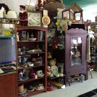 Photo taken at Estate Sale Service by Mi Belia M. on 9/3/2013