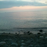 Photo taken at Kemeraltı Plaji by Emre K. on 8/11/2013