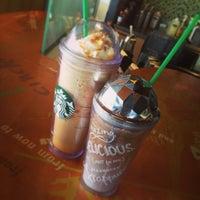 Photo taken at Starbucks by Mawe H. on 6/23/2013