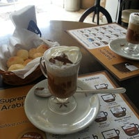 Photo taken at Supremo Arábica - Café & Chocolate by Betinho L. on 8/28/2013