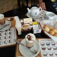 Photo taken at Supremo Arábica - Café & Chocolate by Betinho L. on 9/11/2013