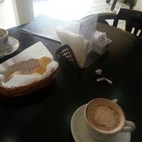 Photo taken at Supremo Arábica - Café & Chocolate by Betinho L. on 9/2/2013