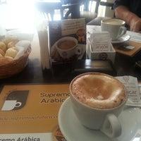 Photo taken at Supremo Arábica - Café & Chocolate by Betinho L. on 9/16/2013