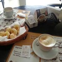 Photo taken at Supremo Arábica - Café & Chocolate by Betinho L. on 9/3/2013