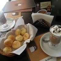 Photo taken at Supremo Arábica - Café & Chocolate by Betinho L. on 9/13/2013