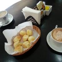 Photo taken at Supremo Arábica - Café & Chocolate by Betinho L. on 9/5/2013