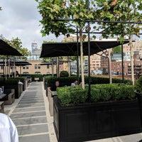 Das Foto wurde bei RH Rooftop Restaurant von Fred W. am 10/7/2018 aufgenommen