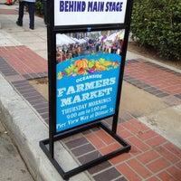 8/9/2013 tarihinde Mayu Leoraziyaretçi tarafından Oceanside Farmers Market'de çekilen fotoğraf