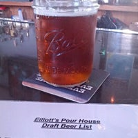 Photo taken at Elliott's Pour House by Ryan S. on 9/5/2014