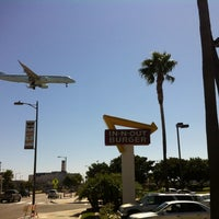 Photo taken at In-N-Out Burger by Chris L. on 9/19/2012