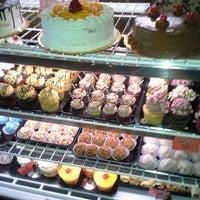 3/19/2013 tarihinde Arianna T.ziyaretçi tarafından Argentina Bakery'de çekilen fotoğraf