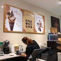 Photo taken at Godiva Chocolatier by Yoo Sun S. on 11/8/2017