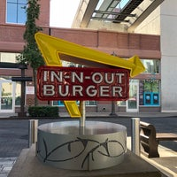 2/7/2018 tarihinde Yoo Sun S.ziyaretçi tarafından In-N-Out Burger'de çekilen fotoğraf