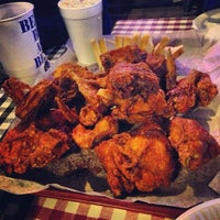 Photo taken at Gus's World Famous Hot & Spicy Fried Chicken by Wowee P. on 2/2/2013