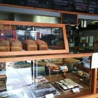 Foto scattata a Devil's Teeth Baking Company da Walker L. il 10/19/2012