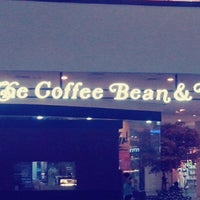 Photo taken at The Coffee Bean & Tea Leaf by Candra Irfandita A. on 4/29/2014