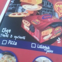 Photo taken at Jeno's Pizza Teusaquillo by Diana V. on 1/25/2013