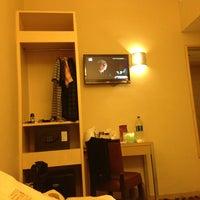 Photo taken at Silka Far East Hotel 遠東絲麗酒店 by Kenneth A. on 7/13/2013